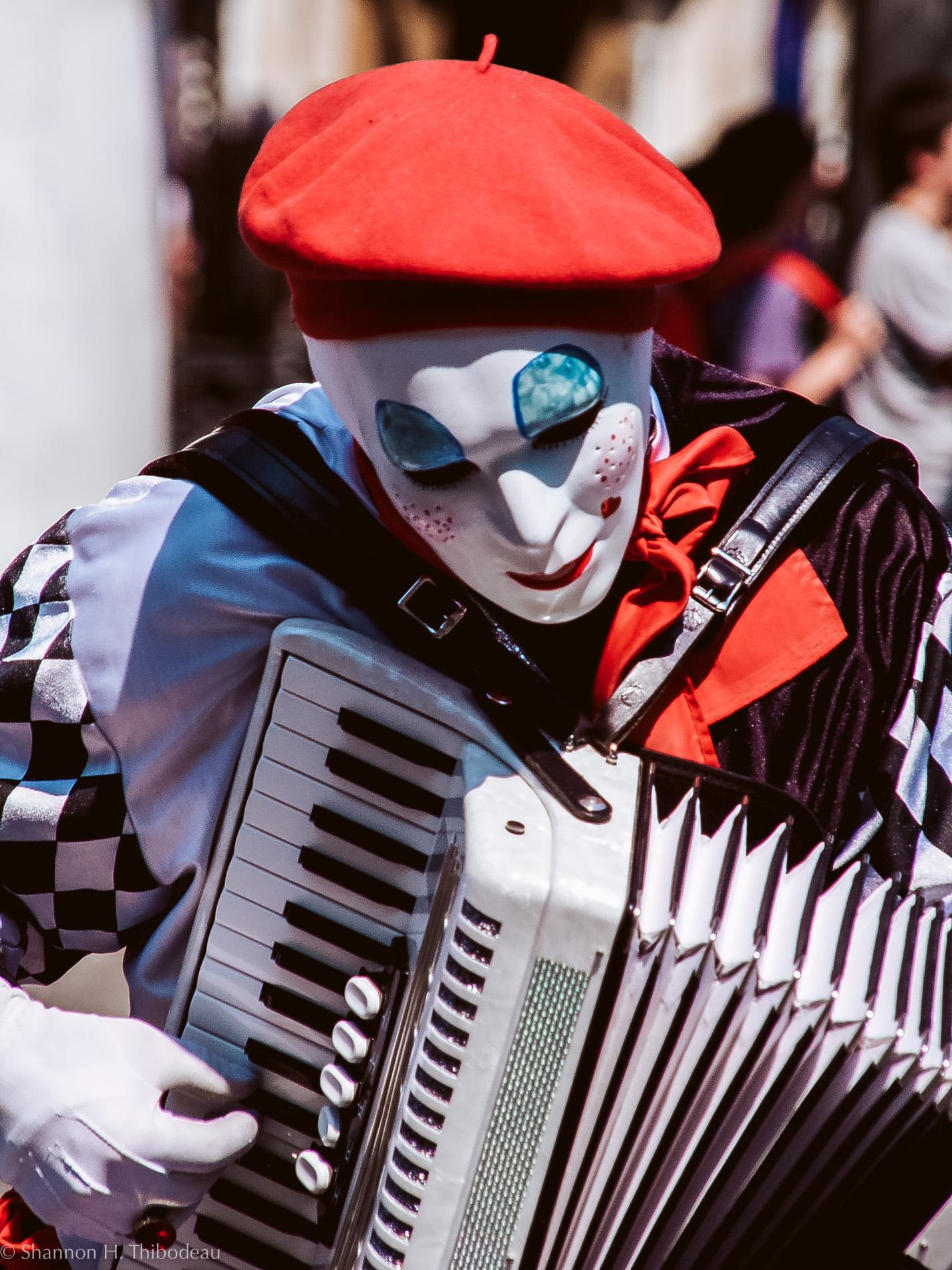 French Street Performer © Shannon Thibodeau